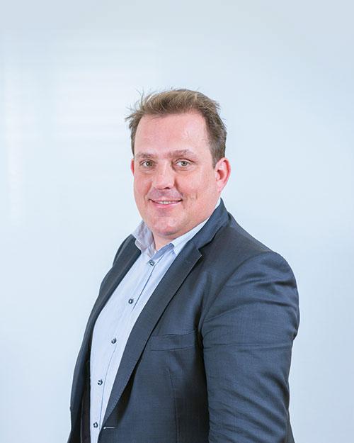 Mr R.M. van Opstal